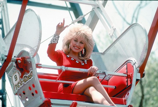 Dolly-Parton-on-Ferris-Wheel